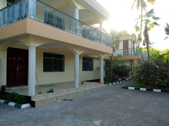 10bed  house at mikocheni a mwinyi area is available image 1