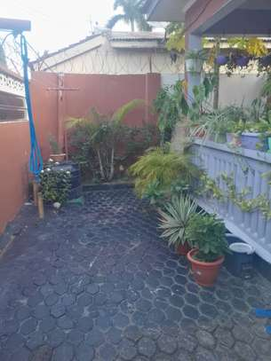 3bed house fuiiy famiched nice view at regent estate $500pm image 4