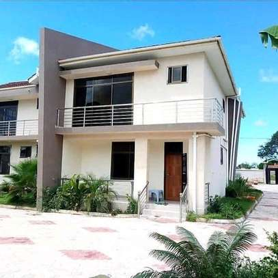 5bedroom house at mbweni