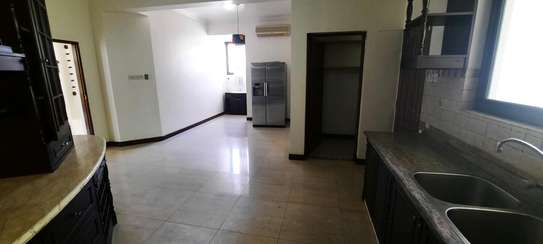 a 4bedrooms  VILLAS is OYSTERBAY with a very cool neighbour hood is available for rent now image 5