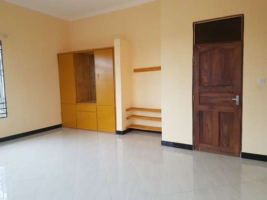 HOUSE FOR SALE OYSTERBAY DODOMA image 4