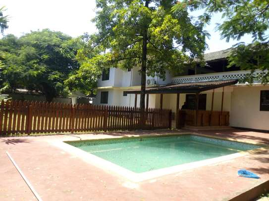 4 bed room house,  and 3 bed all ensuite located at masaki house with pool, stand by generator . image 1