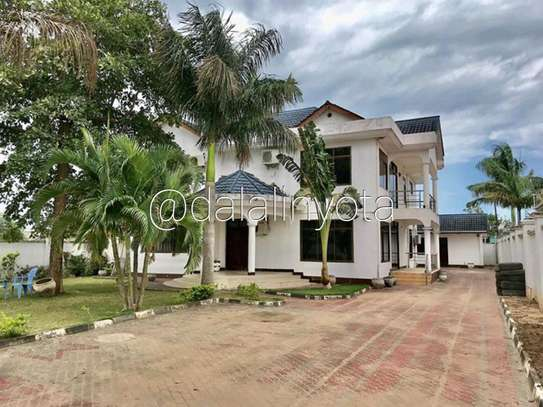 BEAUTIFUL HOUSE FOR RENT STAND ALONE image 1