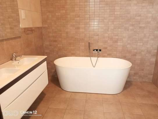 4 Bdrm Town House at Oysterbay image 3