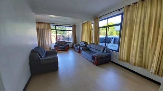 NICE 3BHK APARTMENT FOR RENT AT OYSTERBAY image 4