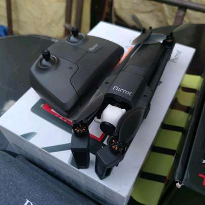 Parrot Anafi Extended Pack, 4K HDR Camera Drone image 2