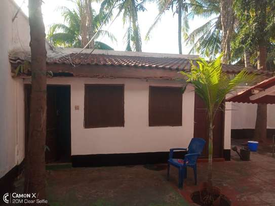5bed villa all ensuet at msasani $1500pm image 2