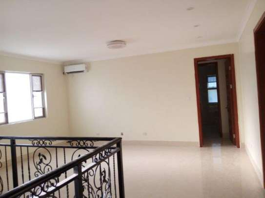 3bed  apartment at oyster bay $1300pm image 6