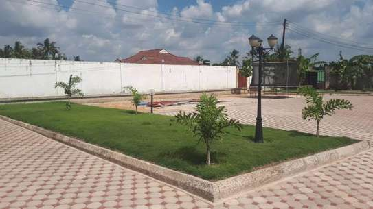 4bed house  with big compound   2 acres at bahari beach i deal fot ngos or big diplomatic familly image 8