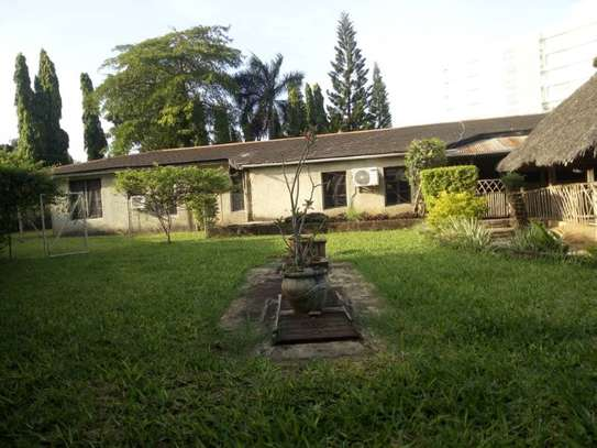 4bed bungalow at ada estate $2000pm nice garden image 5
