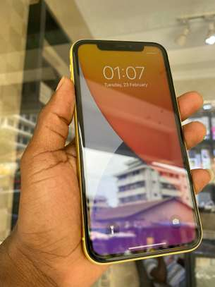 iPhone 11 128GB Yellow for sale image 5