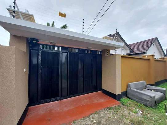 House for sale in Tabata. image 5