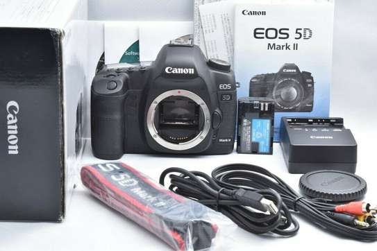 * Superb Cannon CANON EOS 5D Mark II with LENS