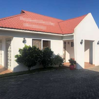 3 bed room house for rent at ununio image 1
