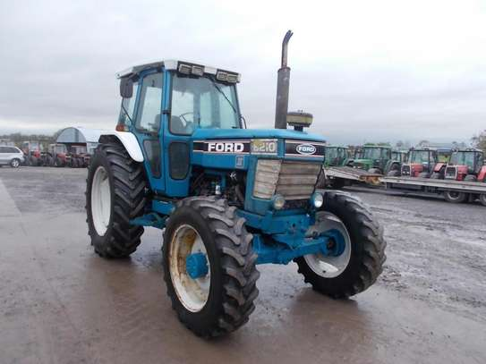 1991 Ford 8210 TRACTOR image 6