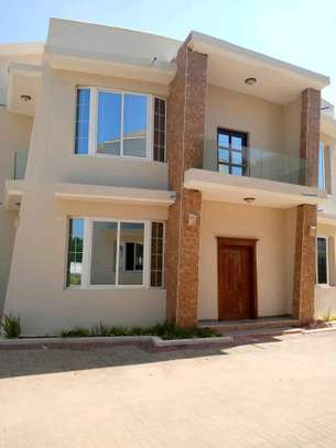 4 Bdrm Villar House For Sale in Mbezi Beach Views Ocean.