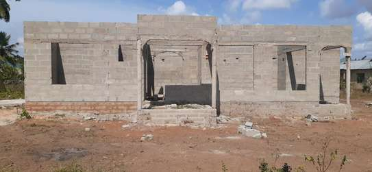 PLOT WITH HOUSE 3 BEDROOMS FOR SALE AT KIGAMBONI FUN CITY image 2