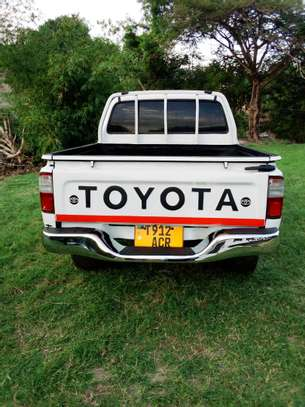 2002 Toyota Hilux Double Cabin Pickup image 5