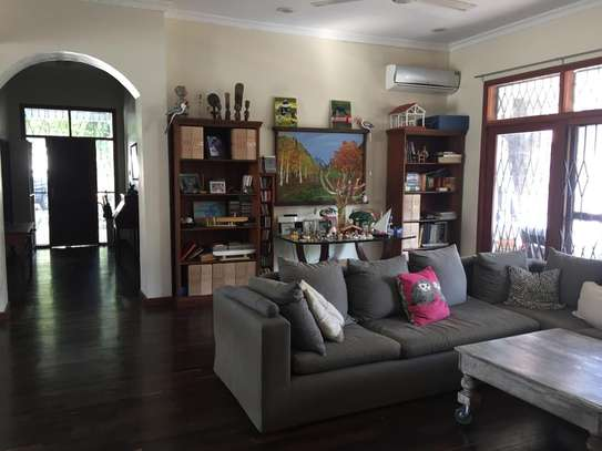 4 Bedrooms Pool House For Rent in Oysterbay image 7