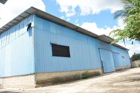 godown sqm 2000 and 4 bed room house iin the compound for rent at mbezi beach salasala image 4