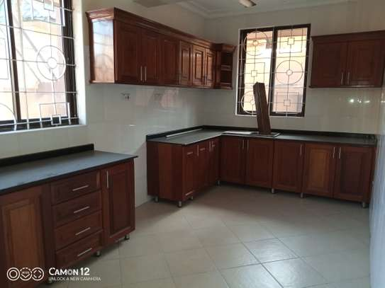 6bdrm house to let in msasani image 3