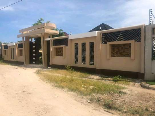 3BEDROOMS HOUSE 4SALE AT BAHARI BEACH image 8