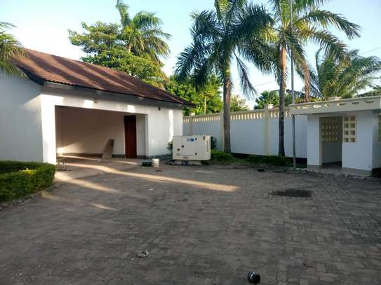 4 bed room all ensuite for rent house at avocado near tripple seven image 14