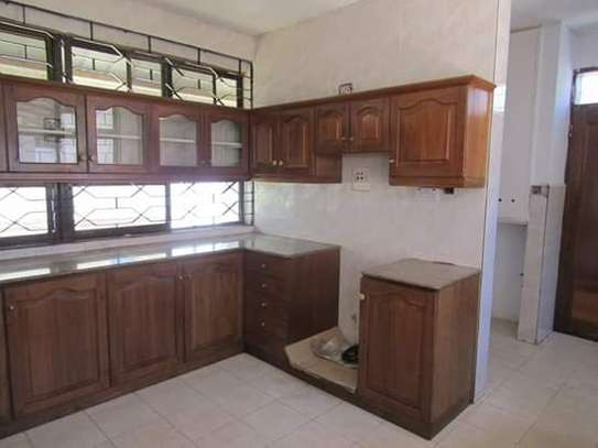 5 Bedrooms Bungalow House for Office / Commercial / Residential Uses in Masaki image 4