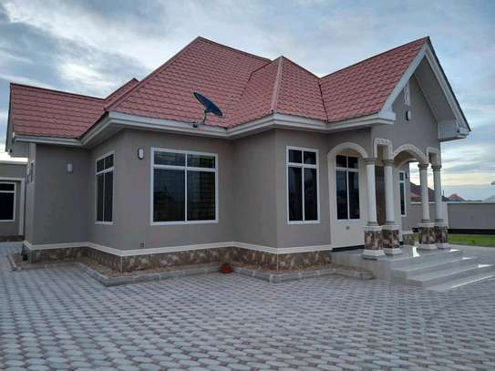 House for sale at dodoma Ilazo, 900 sq.m and good looking image 10