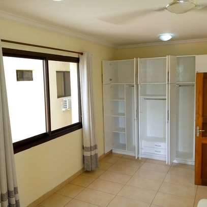 Three  bedrooms apartment for rent image 6