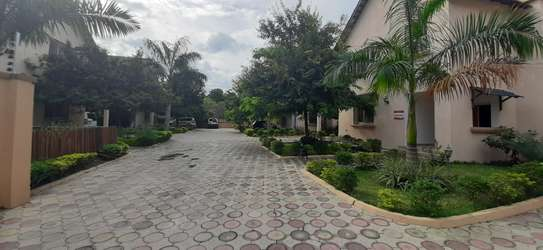 4 Bedrooms Large Home For Rent in Oysterbay image 14
