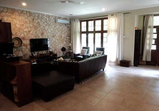 4 Bedrooms Beautiful Home For Rent In Oysterbay image 5