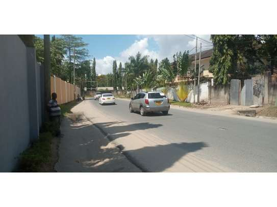3bed house at mikocheni regent  on main rd i deal for office  with nice price image 6
