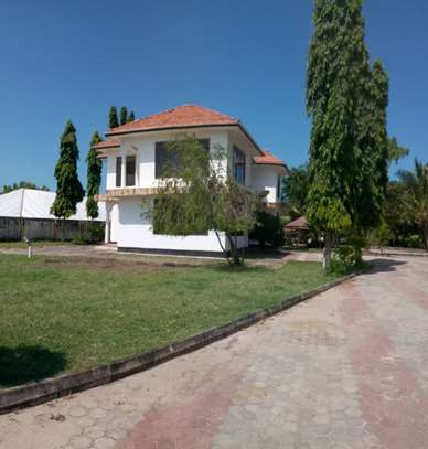 5bed all ensuite  house for sale at tegeta 4900sqm  with servant quarter of 3bed image 6