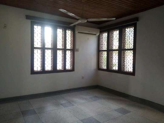 4bedroom house in Mikocheni A' to let $1200. image 9