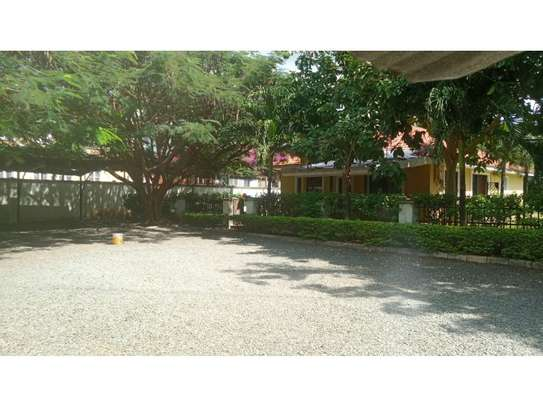 3bed compound house at oyster bay with big garden  on tarmac image 4