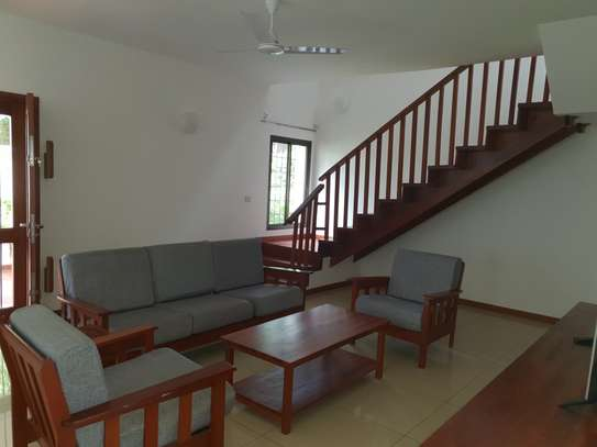 Large, spacious 4 bedroom house for rent with garden image 9