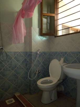 Nicely 4bedrm house in Ada estate $2000 image 5