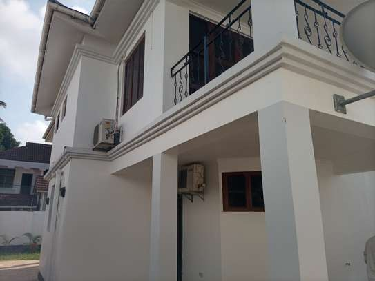 Bungalow Stand alone house For rent At oysterbay image 5