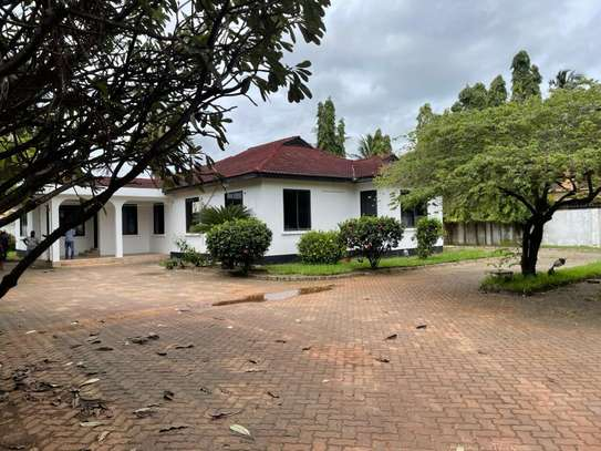 4 bed room house for  rent at mbezi beach maguruwe image 3