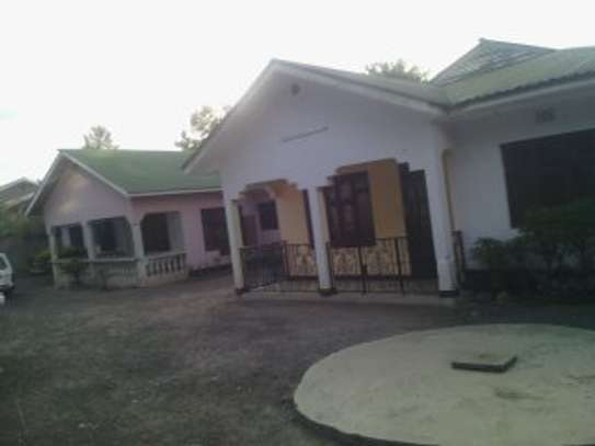 3MASTERBEDROOMS HOUSE FOR RENT AT MOSHONO image 2