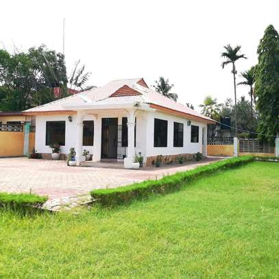 A STANDALONE HOUSE AT MBEZI BEACH IS FOR SALE ...SUITABLE FOR OFFICE OR FAMILY USE image 1