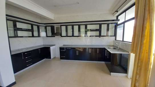 NICE 3BHK APARTMENT FOR RENT AT OYSTERBAY image 6