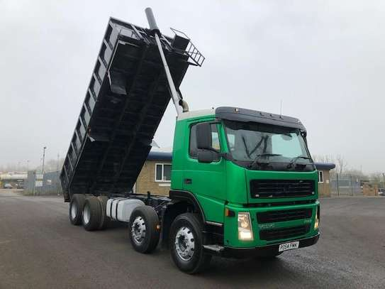 2004 Volvo FM12 340  8X4 TIPPER 111MILLION ON THE ROAD image 6