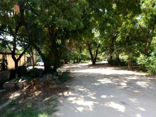 small 1bed shared house at masaki near sea cliff court tsh 600,000 image 5