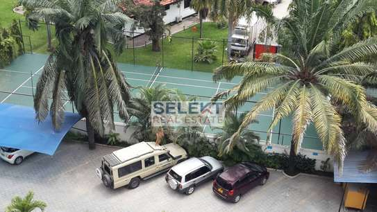 Massive 8 Bedrooms Mansion In Ada Estate