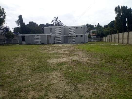 4bed house with big compound and small godown at ada estate image 6