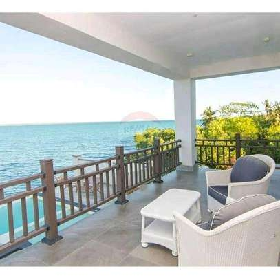 Full Furnished Luxury Beach Villa For SALE. image 4