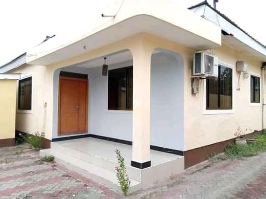 Standalone house for rent kijitonyama image 1