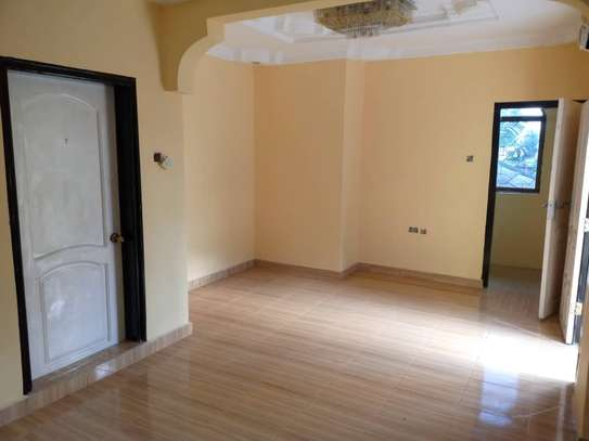4 bed room , 3 all ensuite for rent at moroko image 5